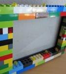 Фоторамка из Лего на столе
