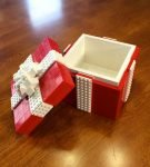 Шкатулка из Лего в виде подарочной упаковки
