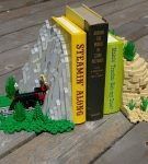 Подставка для книг из Лего