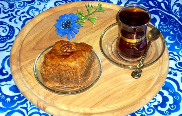 Кусочек пахлавы и чай