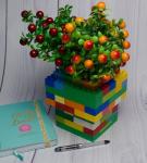 Искусственное растение в вазе из Лего