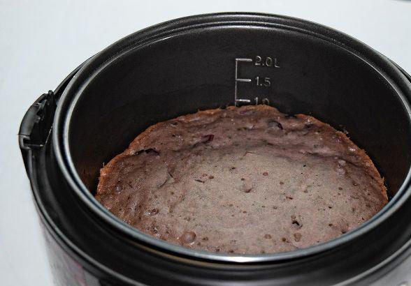 Пирог с вареньем в чаше мультиварки