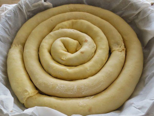 Спиральный пирог в форме