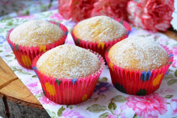 Готовые ванильные кексы на ряженке