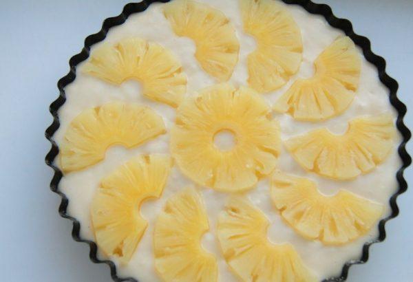 Заготовка для пирога с кольцами консервированных ананасов