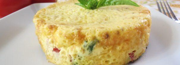 Омлет в банке - вкусное и полезное блюдо, которым можно накормить малышей и взрослых