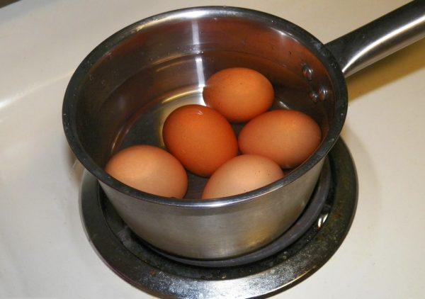 Яйца в воде