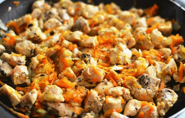 Куриное филе с морковью и луком