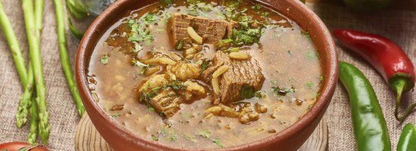 Грузинский суп харчо - это головокружительное сочетание ароматов и вкусов, которое никого не оставит равнодушным