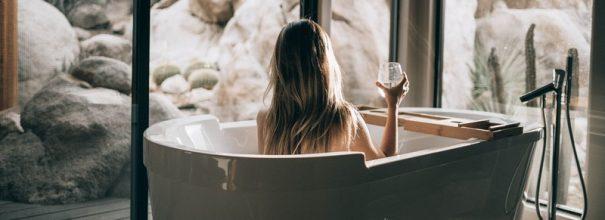 Девушка в ванне