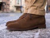 Мужчина в ботинках из замши