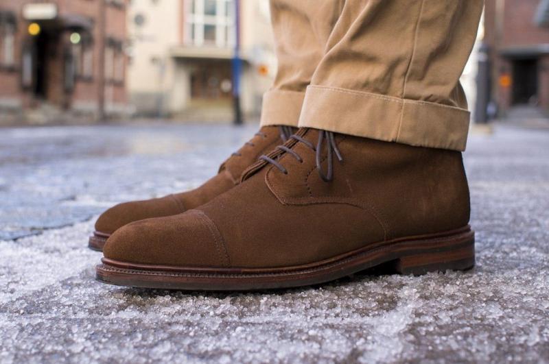 c17572d22 Как почистить замшевую обувь в домашних условиях - средства по уходу за  туфлями, кроссовками и другой обувью из велюра, нубука разных цветов. ]]