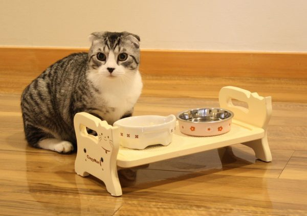 Кормушка для кошки на подставке