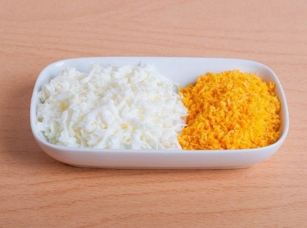 Натёртые желтки и белки