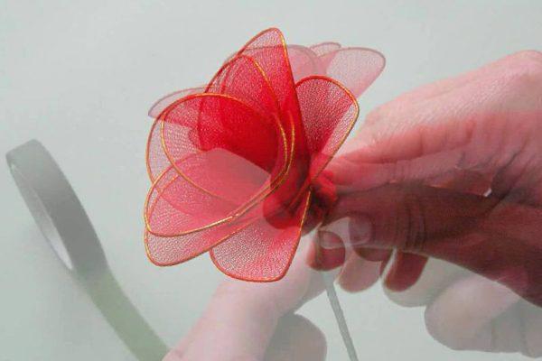 Цветок из проволоки и капрона
