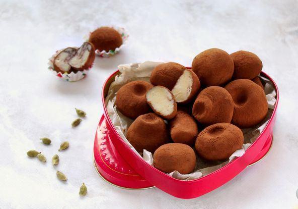 Домашние конфеты из сухого молока и какао в подарочной коробке