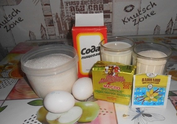 Манка, кефир, яйца, масло, сода и ванилин