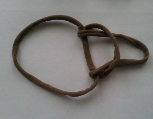 Пряжа из колготок: этап завязывания узла