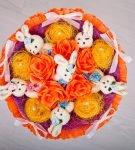 Букет с оранжевой гофрированной бумагой