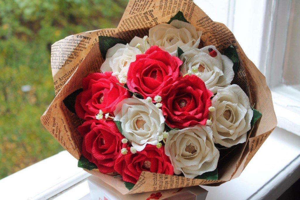 Букеты, как упаковать букет роз из гофрированной бумаги