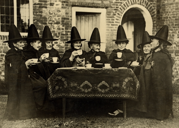 Ведьмы пьют чай