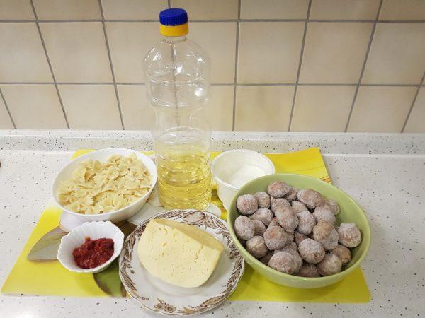 Продукты для запеканки из макарон с фрикадельками