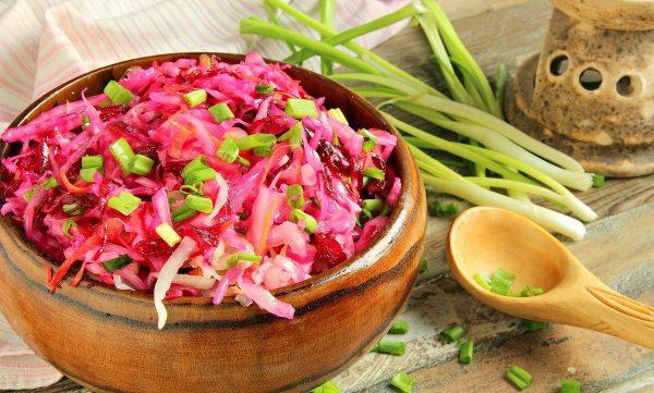 Салат из квашеной капусты со свёклой
