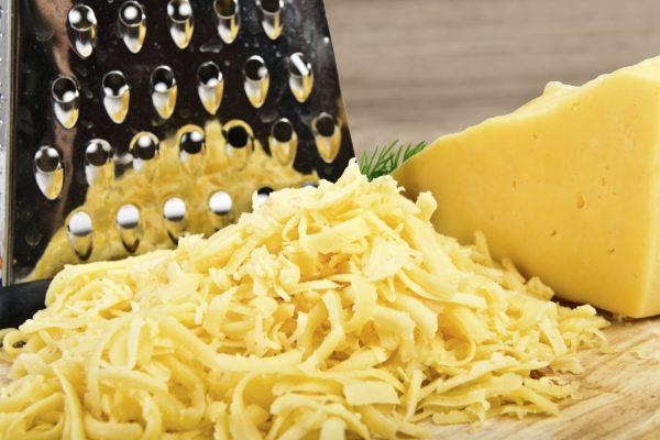 Измельчённый тёркой сыр