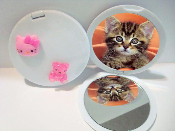 Зеркальце с вклеенной фотографией котёнка