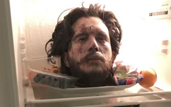 Муляж головы Кита Харингтона в холодильнике