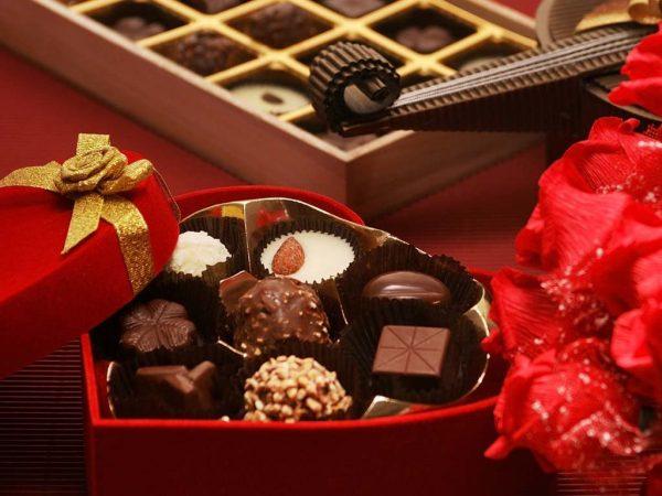 Коробка с шоколадными конфетами