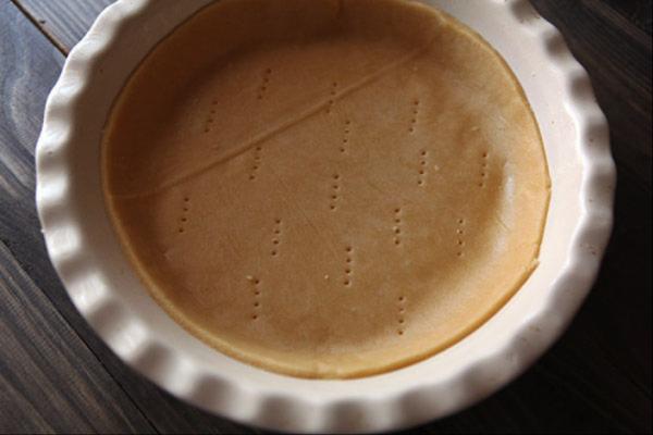 Тесто для французского пирога в форме для выпекания