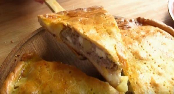 Готовый картофельно-мясной пирог