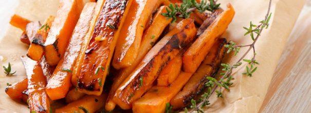 Морковь, запечённая в духовке может послужить прекрасным гарниром или лёгким самостоятельным перекусом