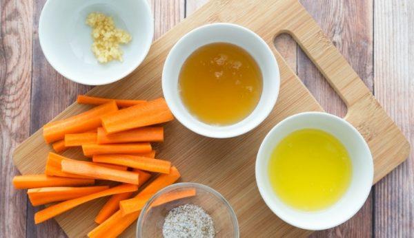 Продукты для приготовления медовой моркови в духовке