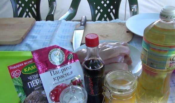Продукты для приготовления отбивных из куриной грудки с горчицей и мёдом