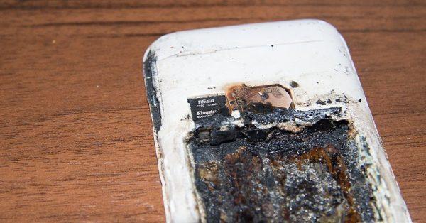Телефон взорвался на зарядке