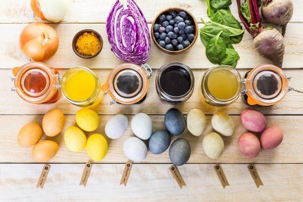Натуральные красители и результат окрашивания ими яиц