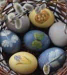 Яйца с наклеенными картинками