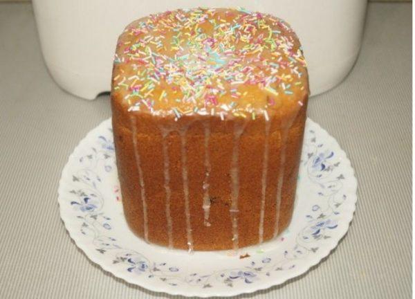 Пасхальный кулич в хлебопечке с глазурью и цветной сахарной посыпкой