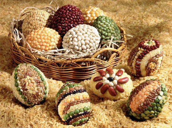 Яйца, декорированные крупами