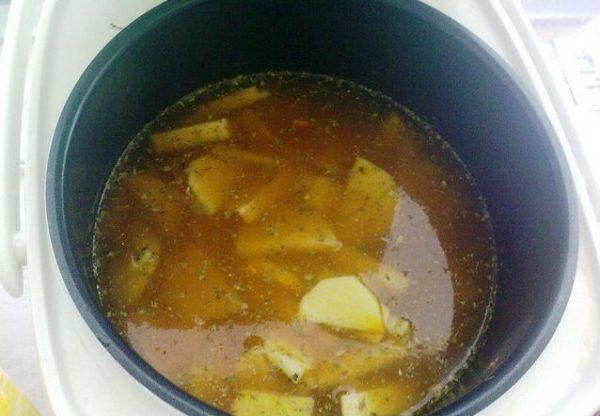 Заготовка для горохового супа в чаше мультиварки