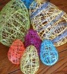 Пасхальные яйца из ниток разных размеров