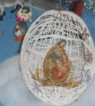 Православная статуэтка в яйце из ниток