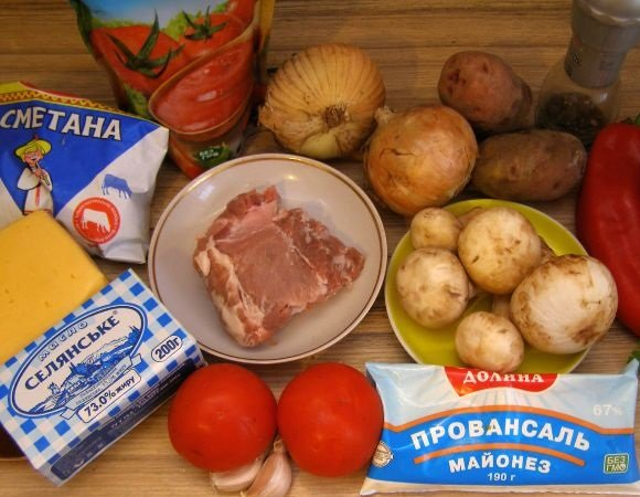 Картофель, лук, свинина, помидоры