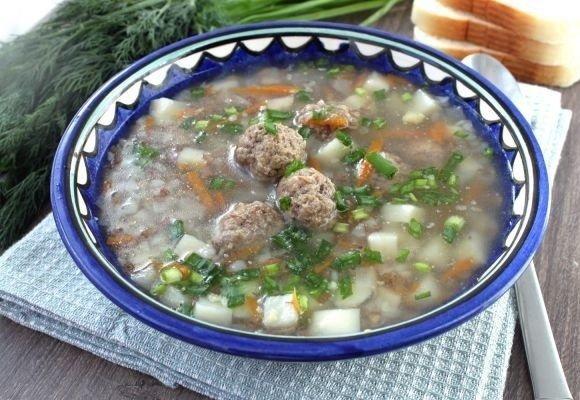 Гречневый суп с фрикадельками из мультиварки