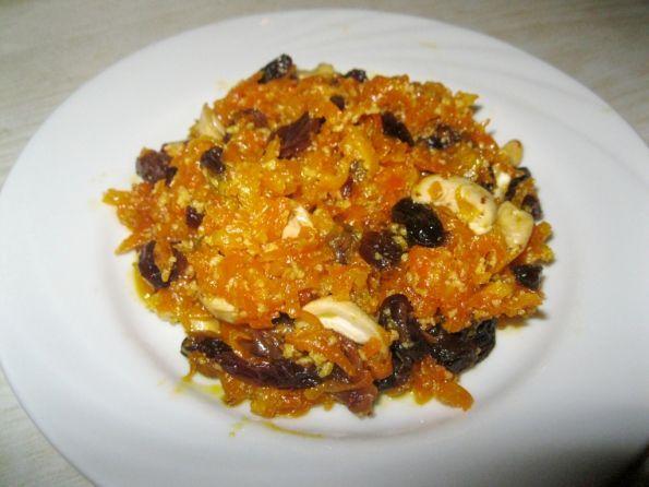 Индийская халва в тарелке
