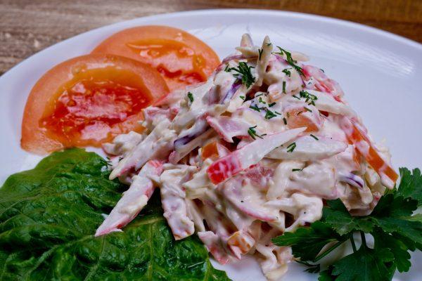 Готовый салат «Красное море» с сыром