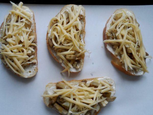 Заготовки для бутербродов в духовке с шампиньонами и сыром