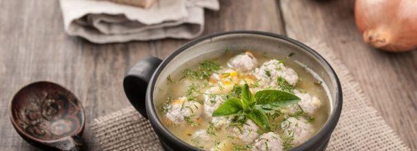 Сытный суп с фрикадельками - прекрасная идея для семейного обеда